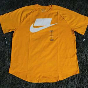 Gold NIKE *No Logo* Baseball Tee SIZE XXL for Sale in Lancaster, CA