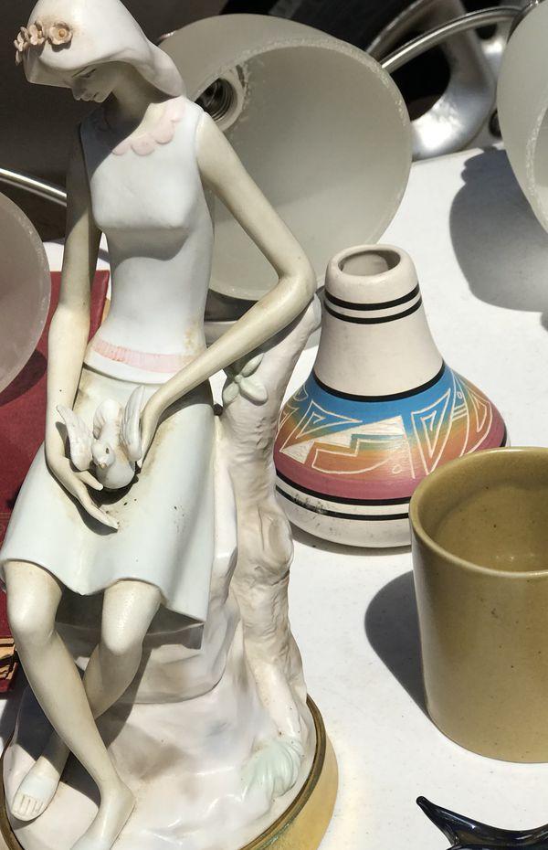 Beautiful vintage ceramic lladro looking statue