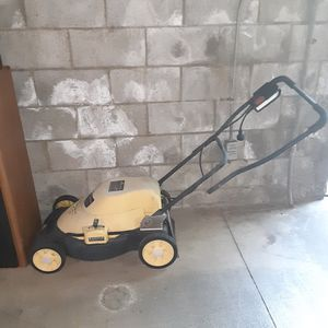 McCulloch electric lawn mower for Sale in Los Angeles, CA