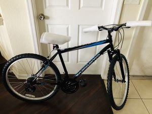 "Brand new Roadmaster Granite Peak Men's Mountain Bike, 26"" wheels, Black/Blue for Sale in Miramar, FL"