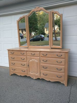 Ethan Allen French Country dresser with mirror for Sale in Duluth, GA