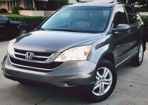 SILVER COLOR HONDA CRV 2010 FOR SALE GRAY SEATS for Sale in Cleveland, OH