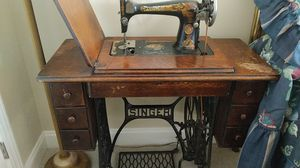 Singer Sewing Machine for Sale in Canal Winchester, OH