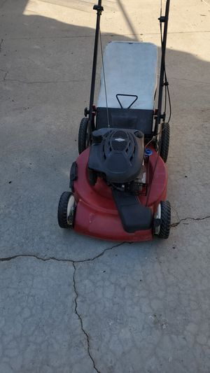 Toro lawn mower in good conditions with Brigs&Stratton motor for Sale in West Covina, CA