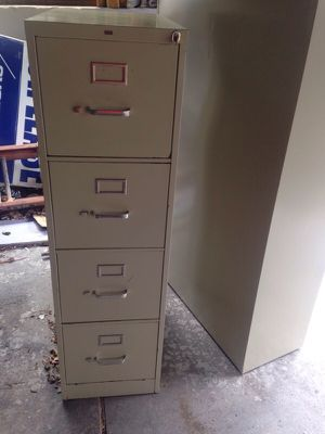4 drawer tan filing cabinet for sale for Sale in Caledonia, MI