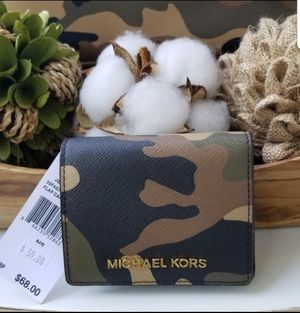 New Michael Kors Wallet For Tote-Hand Bag for Sale in Jackson Township, NJ