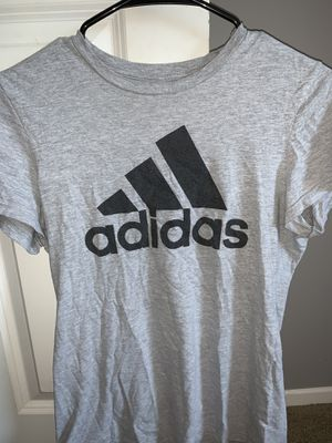 Adidas gray shirt size small for Sale in San Jacinto, CA
