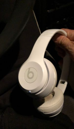 beats solo 3 , trade for airpods ? for Sale in Tacoma, WA