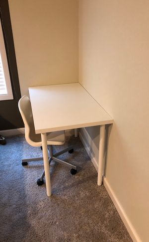 Desk with chair for Sale in Issaquah, WA
