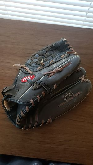 Rawlings 12 and 1/2in softball glove for Sale in Phoenix, AZ