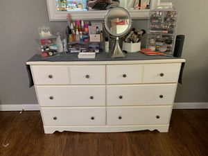 6 Drawer Ivory Dresser - NEEDS GONE BY TODAY!! for Sale in Mingo Junction, OH
