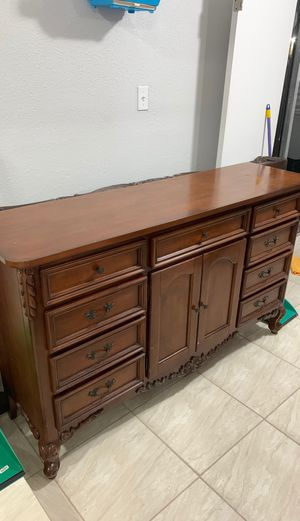 Antique dresser with mirror for Sale in Hialeah, FL