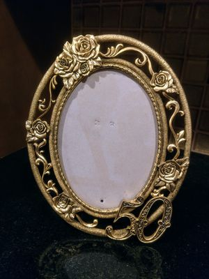 Vintage Ornate Metal Photo Frame for Sale in Pleasant Hill, IA
