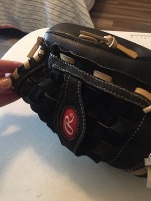 Rawlings RSS140C 14inch softball glove for Sale in Vista, CA