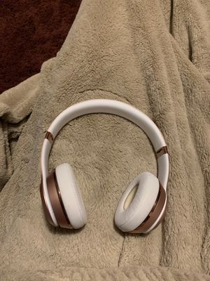 BEATS BY DRE WIRELESS SOLO 3 (ROSE GOLD EDITION) for Sale in Lawrenceville, GA