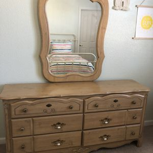6 Drawer Dress With Mirror Excellent Condition for Sale in Hanford, CA