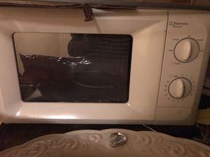 Free microwave for Sale in Pasadena, CA