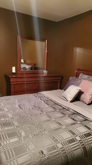Cherry wood Queen bedroom set w/mattress for Sale in Tucker, GA