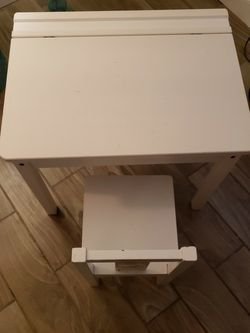 Very Nice Toddlers Desk With Chair for Sale in Clearwater,  FL
