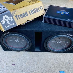 $260 No Less / no Menos / Kicker Comp R 10s / New Amp With Bass Knob / Ported Box for Sale in Sanger, CA
