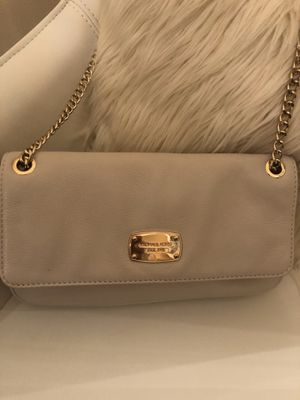Michael Kors small cream bag with gold chain for Sale in Egg Harbor City, NJ