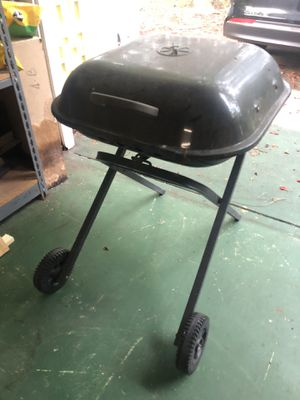 Charcoal grill for Sale in Vero Beach, FL