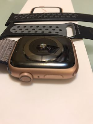 Apple watch generation 4 44 mm gold color for Sale in Santa Clara, CA