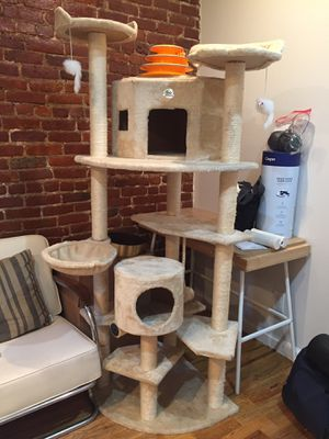 80-inch Tall Cat Tree for Sale in New York, NY