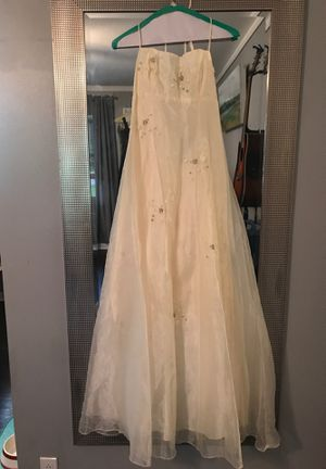 Pale yellow beaded and laced back empire waist prom dress for Sale in Hendersonville, TN
