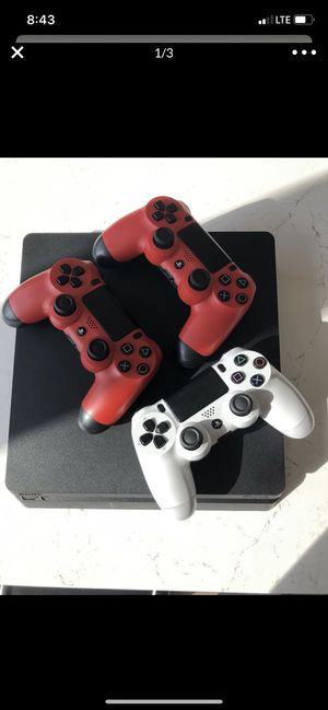 PS4 Game console Playstation // 3 remotes // great condition! for Sale in Garden Grove, CA