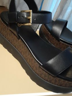 MICHAEL KORS SIZE...7.5...8... for Sale in Highland,  CA