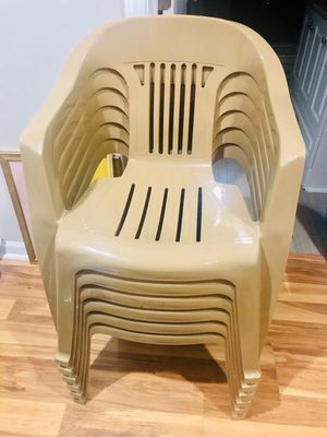 Plastic chair for Sale in Duluth, GA