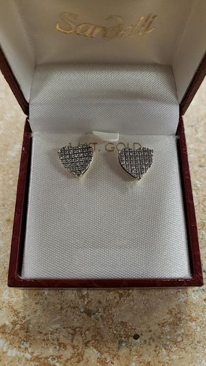 10k Yellow Gold Diamond Cluster Heart Earrings for Sale in Newington, CT