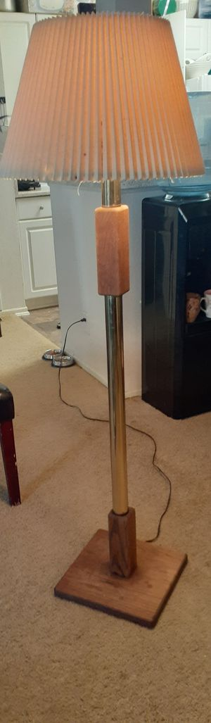Lamp floor for Sale in Rancho Cucamonga, CA