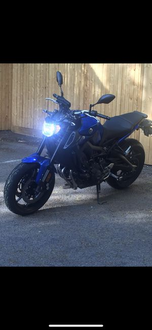 Yamaha fz09 2016 /— $6.300 low miles 869.00 include two locks.. all the protectors of the machine .. the motorbike is like new for Sale in Boston, MA