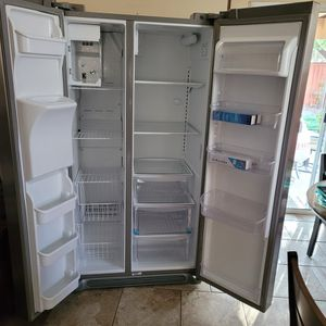 Refrigerator. Counter Depth for Sale in Menifee, CA