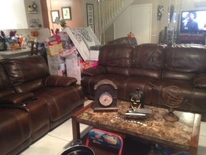 2 leAther couches (needit gone asap) priced to sell fast for Sale in Hialeah, FL