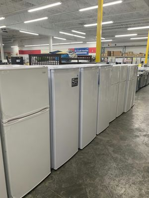 Danby Top Freezer Stainless Refrigerator for Sale in Hacienda Heights, CA