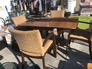 Comedor de madera con 4 sillas for Sale in Los Angeles, CA