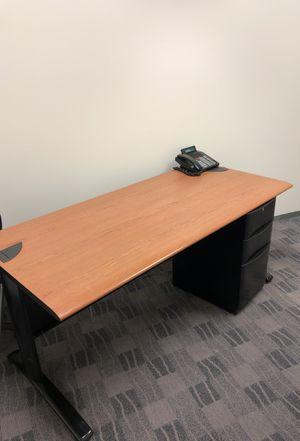 Desk and file cabinet for Sale in Atlanta, GA