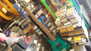 Fernandes tremor bass guitar for Sale in Yorkville, IL