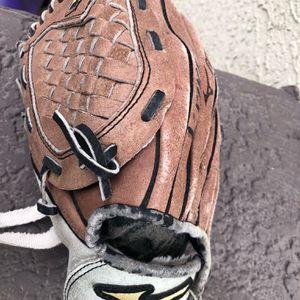 Mizuno power close 10 inch youth baseball glove for Sale in Gilbert, AZ