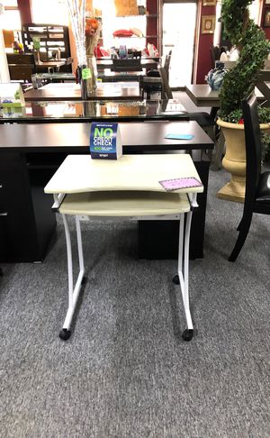 Small desk for Sale in Grand Prairie, TX