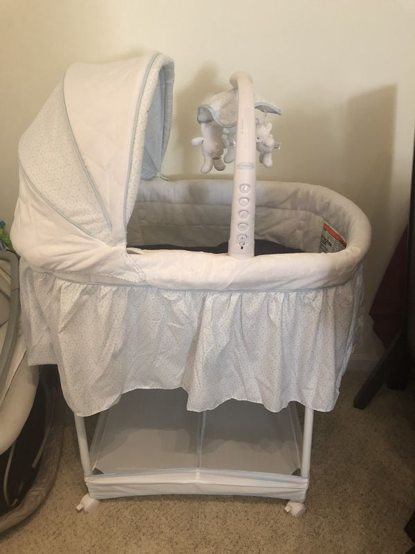 Simmons Kids Gliding Bassinet