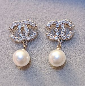 New crystal pearl drop earrings silver tone for Sale in Oakland, CA