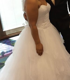 Wedding dress for Sale in Huntley, IL