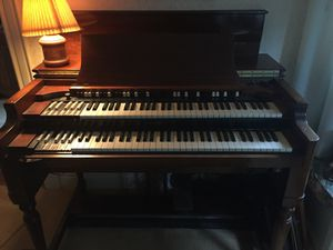 Hammond organ b/c Leslie cabinet speaker foot pedals Elmira ny local only need to sell ASAP has not been turned on for years. Will need to be wired for Sale in Elmira, NY