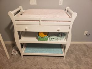 Baby changing table for Sale in Rancho Santa Margarita, CA