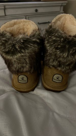 Little girls bear paw boots brand new for Sale in Temple, TX
