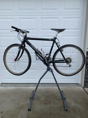 Cannondale M700 Mountain bike & stronghold bike repair stand for Sale in Monroe, WA